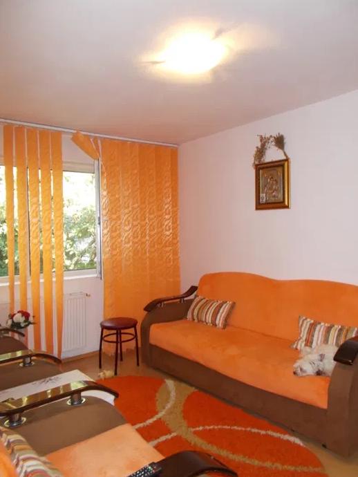 Apartament 3 camere de vanzare Berceni - Uioara