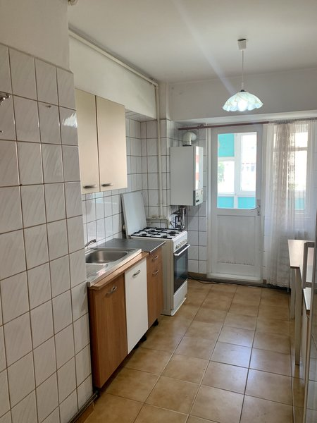 Apartament 3 camere de vanzare Alexandru Obregia - Piata Straduintei